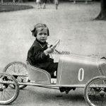 Момиченце, седящо в детски автомобил, Борисовата градина, 20-те години на ХХ век