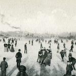 """Ледената пързалка в Борисовата градина върху замръзналото езеро """"Ариана"""", София началото на ХХ век"""